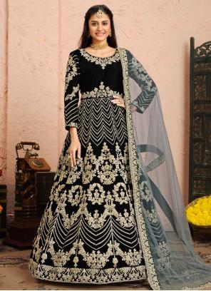 Anarkali Salwar Suit Resham Velvet in Black