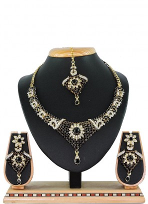 Black Color Necklace Set