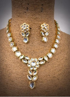 Diamond Necklace Set in Gold
