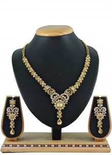 Embroidered Gold Necklace Set
