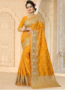 Entrancing Gold Designer Traditional Saree