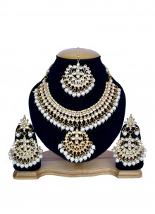 Gold and White Mehndi Necklace Set