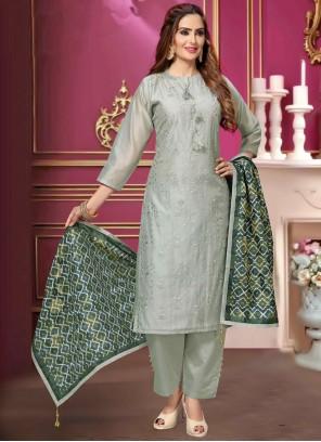 Grey Embroidered Chanderi Bollywood Salwar Kameez