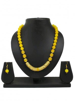 Necklace Set Moti in Gold and Yellow