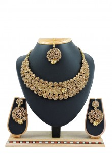 Necklace Set Stone Work in Gold