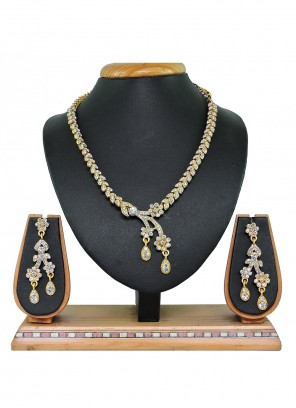 Necklace Set Stone Work in Gold and White