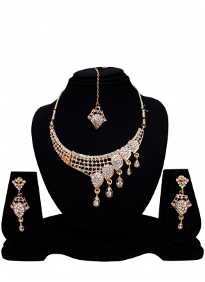 Stone Necklace Set in Gold
