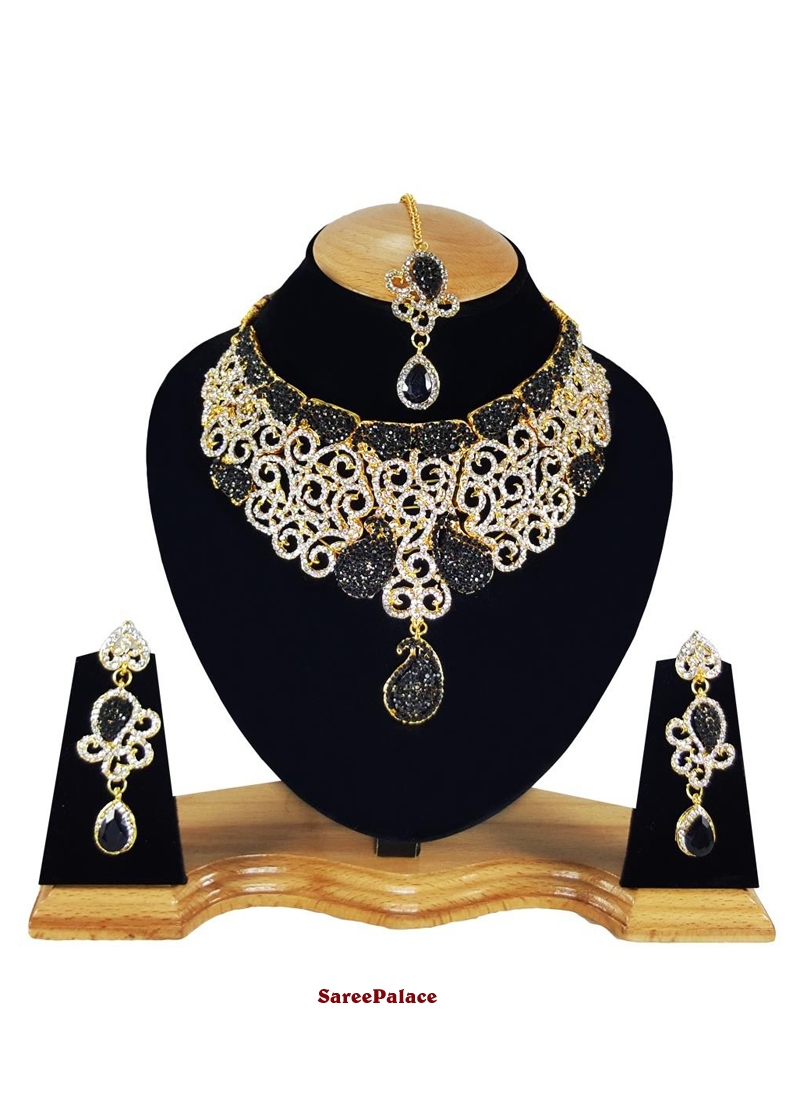 Stone Work Black and Gold Necklace Set