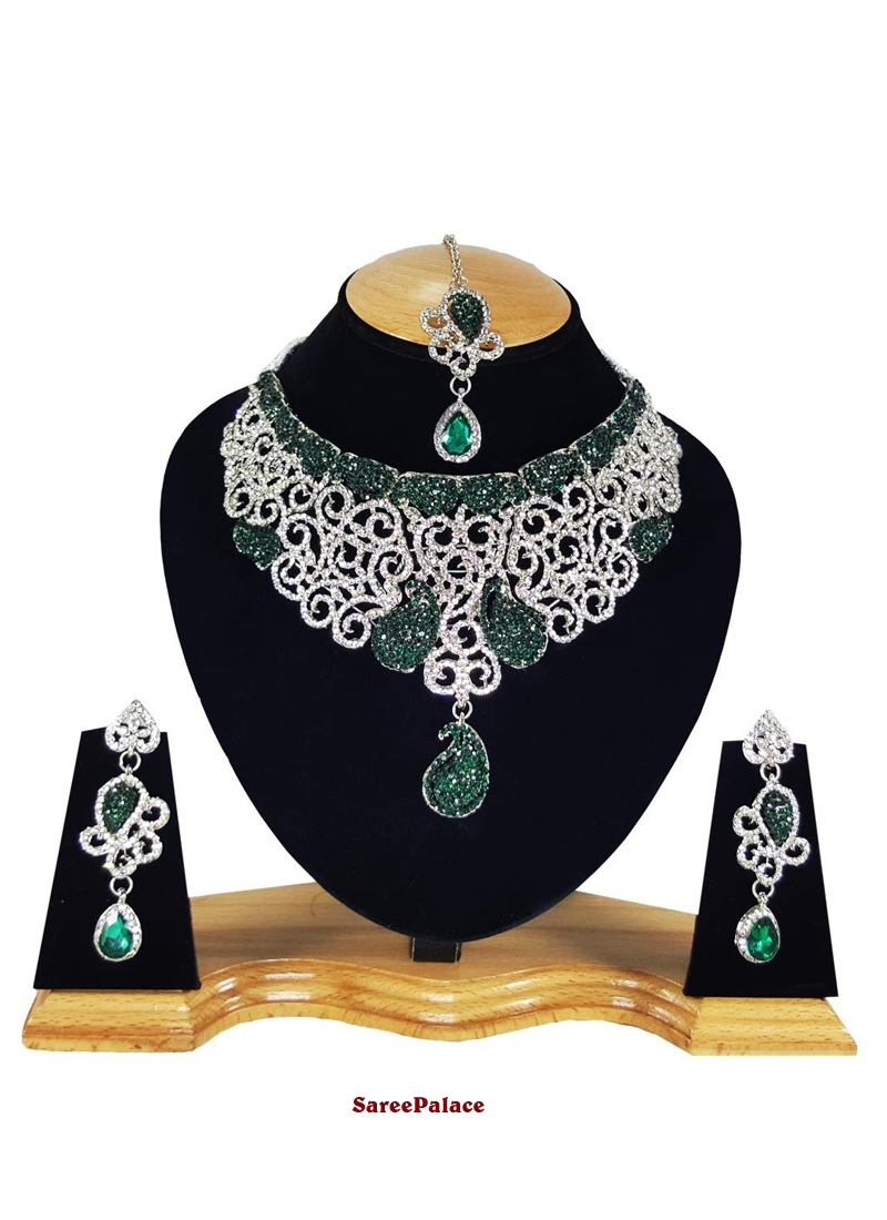 Stone Work Gold and Green Necklace Set