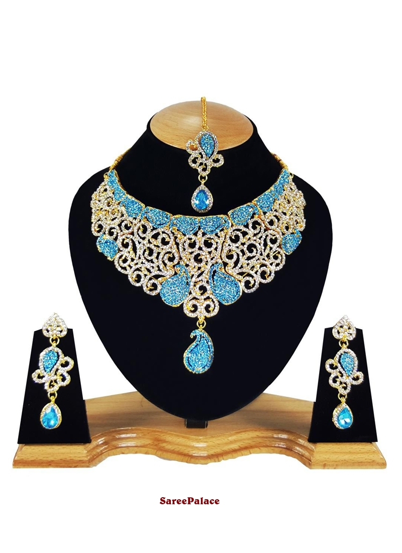 Stone Work Gold and Turquoise Necklace Set