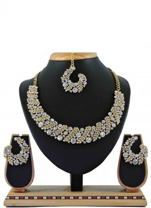 Stone Work Necklace Set in Gold