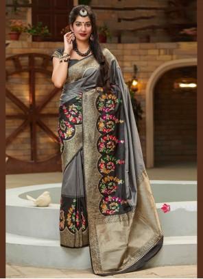 Traditional Designer Saree Weaving Silk in Black and Grey